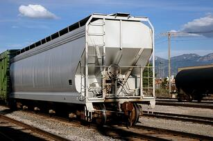 Three tips for preventing accidents on rail hopper cars.