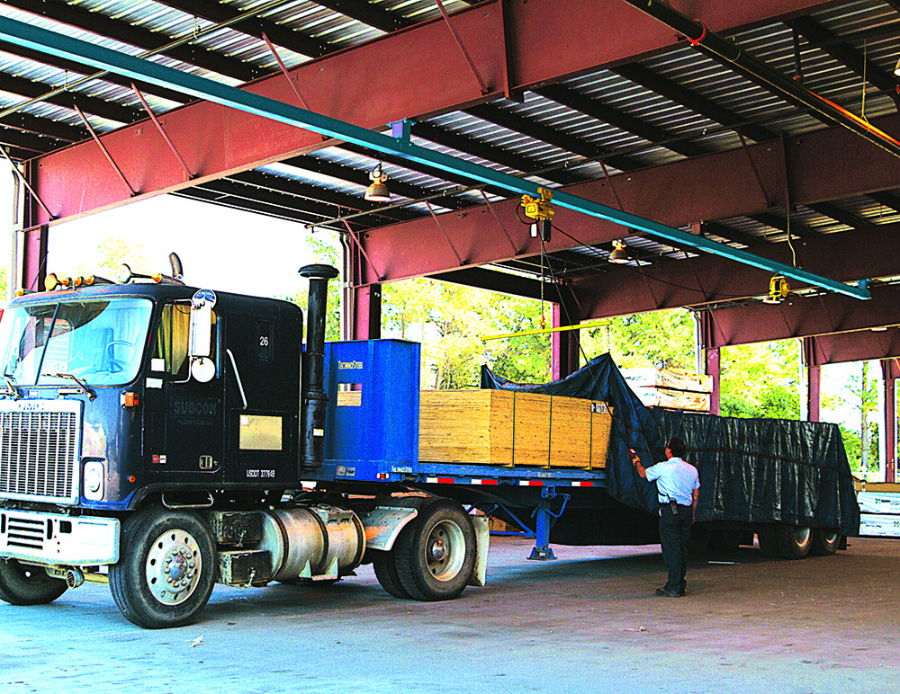 5 Flatbed Fall Protection Strategies: Which Is Right For You?