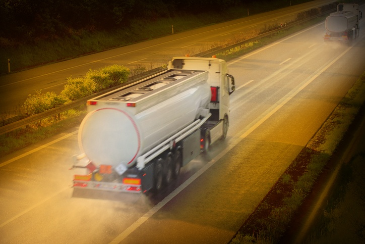 Are You Prepared For These 4 Common Tank Truck Safety Risks?
