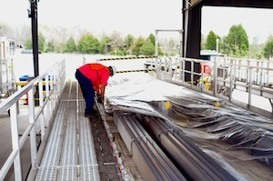 How Flatbed Tarping Systems Improve Fall Prevention